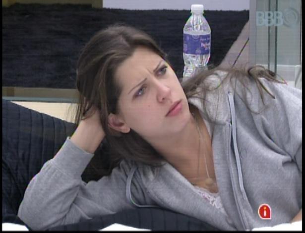 18.mar.2013 - Fernanda ignora Andressa e a sister fica triste