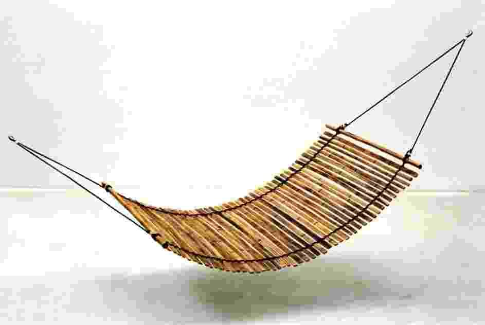A rede Bambusa é fabricada com ripas de bambu, corda de polipropileno e presilhas de alumínio. O modelo acompanha futon em tecido 100% algodão, além de bolsa para guardar e transportar a peça. Sai por R$ 396 (+ frete) na E Coisas (www.ecoisas.com.br). Suporta até 120 quilos | Preço pesquisado em março de 2013 e sujeito a alterações - Divulgação