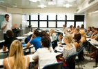 MEC estuda meios de ampliar formação de professores (Foto: Mateus Bruxel/Folhapress)