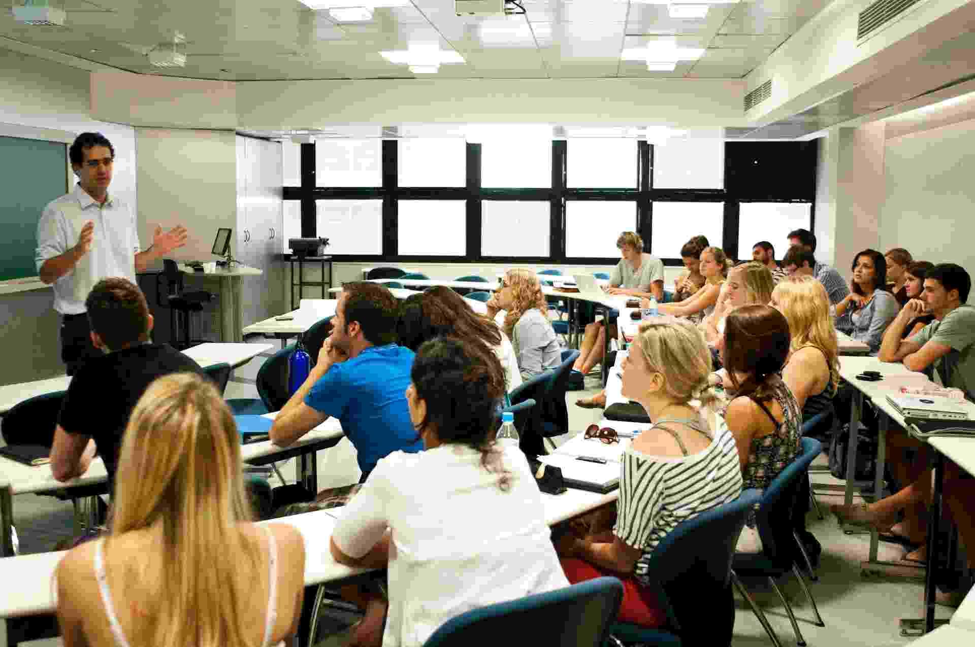Aula de mestrado profissional com professor em sala de aula - Mateus Bruxel/Folhapress