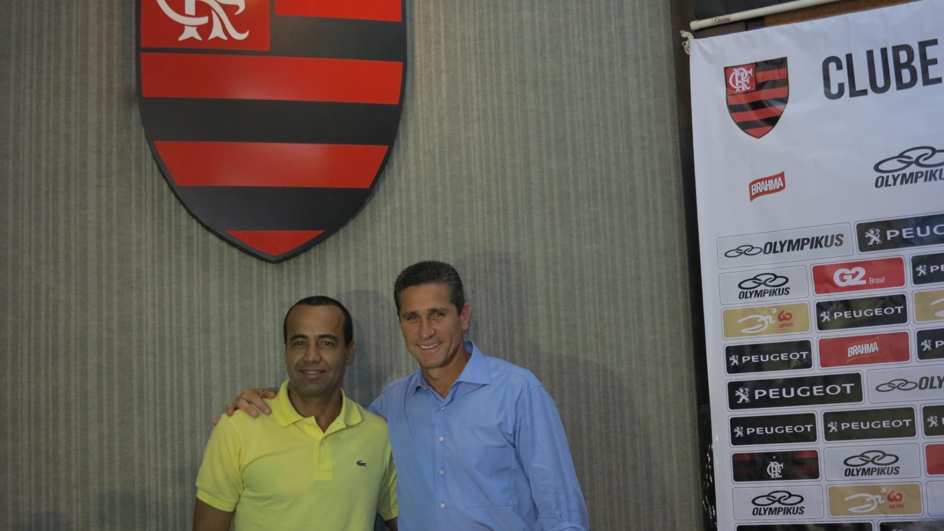 Jorginho é apresentado no Flamengo, ao lado do auxiliar Aílton