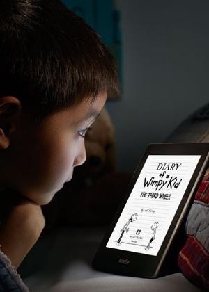 Leitor de livros eletrônicos Kindle Paperwhite começa a ser vendido no Brasil nesta terça-feira; companhia diz que tecnologia do aparelho não cansa a visão ao ler livros eletrônicos em ambientes pouco iluminados
