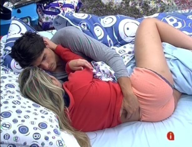 18.mar.2013 - André revela para Fernanda que ainda está chateado com paredão