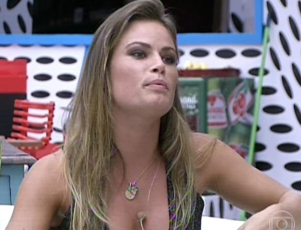 19.mar.2013 - Natália se justifica por ter pedido para o casal André e Fernanda pararem de falar no último dia deles juntos na casa