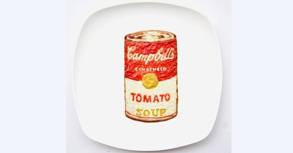 19.mar.2013 - De volta às origens, a famosa lata do molho de tomate Camobell's foi reproduzida com ketchup (!), maionese, mostarda e molho de ostra. Parece até um hot-dog!