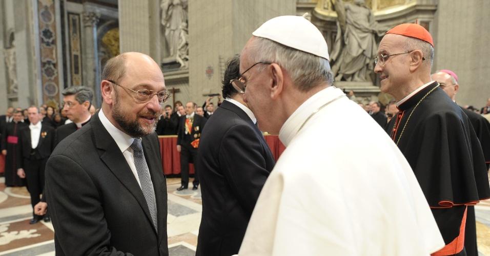 19.mar.2013 - O presidente do Parlamento Europeu, Martin Schulz, prestigiou o papa Francisco durante a missa inaugural do novo papado da Igreja Católica. Ao todo, 132 delegações estrangeiras compareceram ao Vaticano para participar da cerimônia