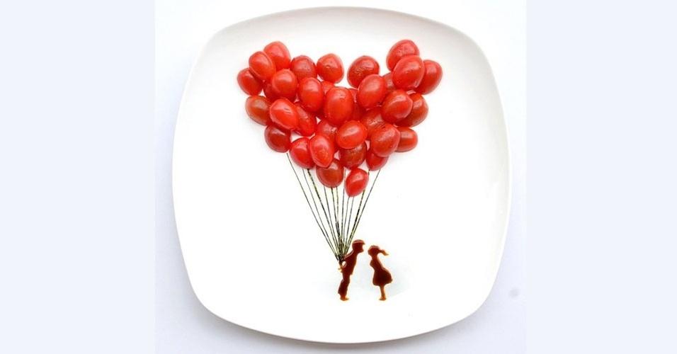 19.mar.2013 - O que são um monte de tomates cerejas, alga e molho shoyu em um prato? Uma salada? ERRADO! É um casal apaixonado e um ramo de balões vermelhos... ai ai