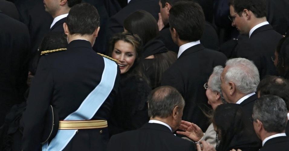 19.mar.2013 - Príncipe Felipe e princesa Letizia, da Espanha (esquerda), acompanham missa inaugural do papa Francisco, na praça de São Pedro, no Vaticano