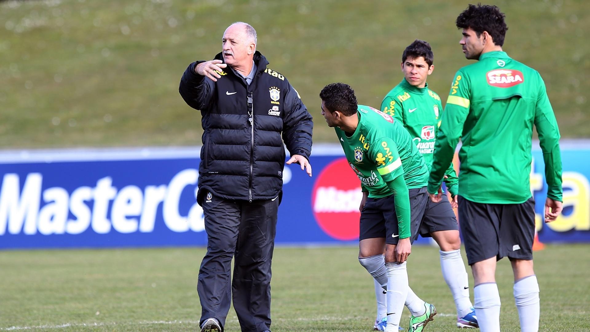 Felipão comanda o primeiro treino da seleção em Genebra, Suíça, para amistoso contra a Itália