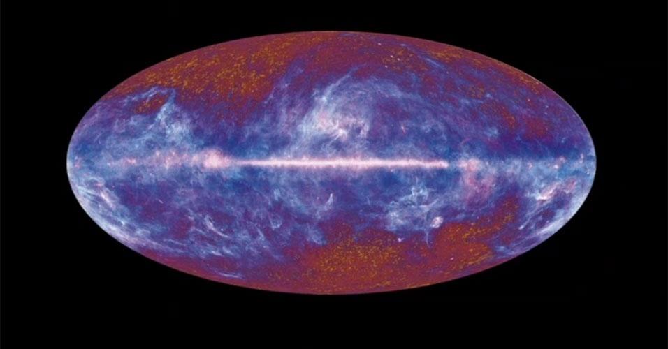 """Março - Cientistas europeus divulgam novas imagens da """"luz mais antiga"""" do Universo compiladas pelo satélite Planck. As imagens, que serão detalhadas na quinta-feira (21), devem fornecer informações sem precedentes sobre as origens e a evolução do cosmos. A expectativa é de que o Planck possa dizer o que aconteceu 375 mil anos após o Big Bang, explosão que deu origem ao Universo há 13,7 bilhões de anos"""