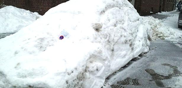 O carro de neve e a multa de verdade: confusão em rua de cidade na Alemanha! - Reprodução/Orange News