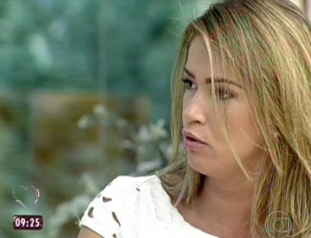 20.mar.2013 - A apresentadora Ana Maria Braga recebe Fani no programa Mais Você
