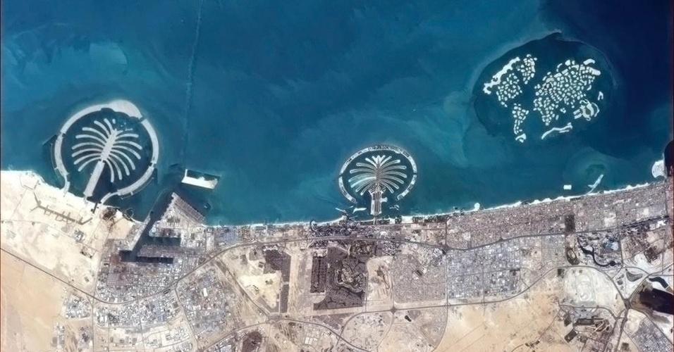 20.mar.2013 - As ilhas artificiais de Dubai, nos Emirados Árabes, foram fotografadas do espaço pela Estação Espacial Internacional. A imagem foi divulgada nesta quarta-feira (20), pela agência espacial canadense