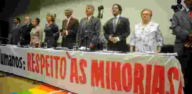 Entre os deputados da frente, estão Jean Wyllys e Luiza Erundina (últimos à direita) - Pedro Ladeira/Frame/Estadão Conteúdo