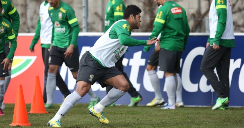 20.mar.2013 - Hulk treina em Genebra; ele deverá ser titular ao lado de Fred e Neymar no ataque da seleção