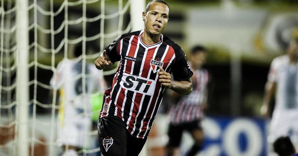 20.mar.2013 - Luís Fabiano comemora gol do São Paulo contra o São Bernardo