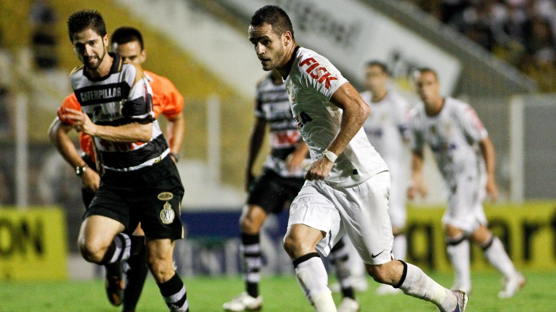 20.mar.2013 - Renato Augusto durante a partida entre Corinthians e XV de Piracicaba pelo Campeonato Paulista