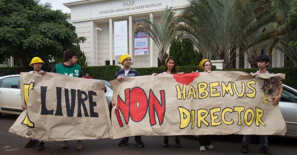 20.mar.2013 Alunos da Faculdade de Medicina de Ribeirão Preto (313 km de SP) fazem protesto durante a visita do governador de São Paulo, Geraldo Alckmin (PSDB), a uma universidade da região