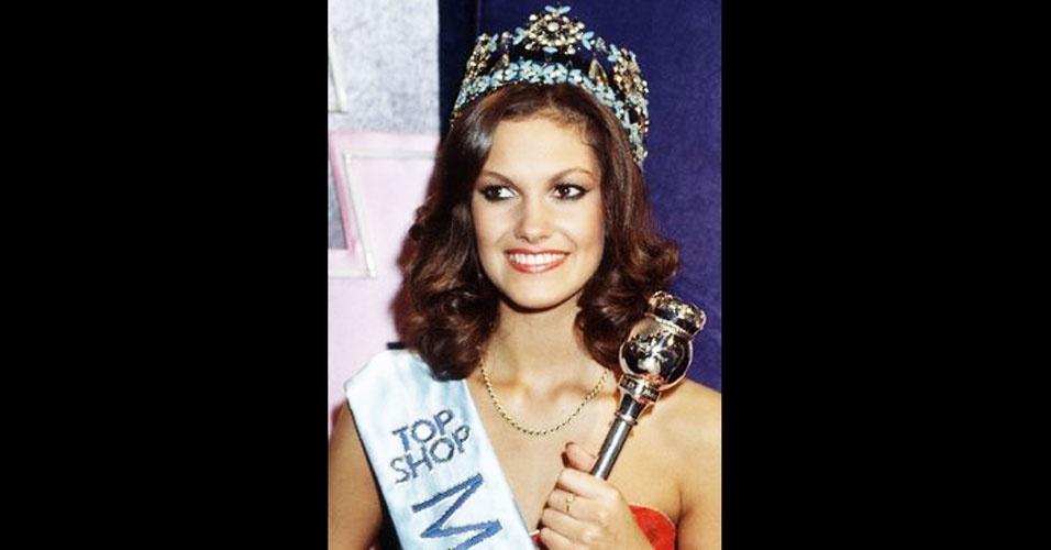 A britânica Sarah-Jane Hutt venceu o Miss Mundo 1983, realizado em Londres, no Reino Unido