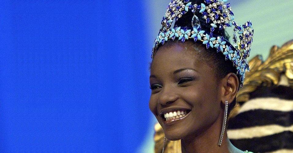 "A nigeriana Ibiagbanidokibubo ""Agbani"" Asenite venceu o Miss Mundo 2001, realizado em Sun City, na África do Sul"
