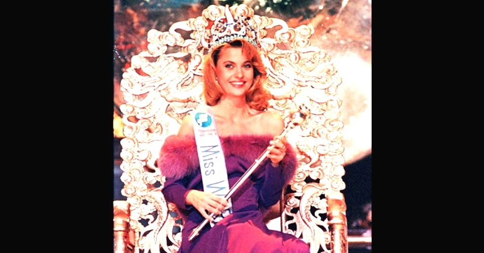 A polonesa Aneta-Beata Kreglicka venceu o Miss Mundo 1989, realizado em Hong Kong, na China