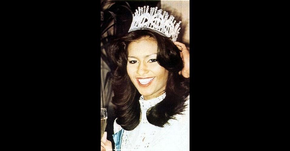 A porto-riquenha Wilnelia Merced Cruz venceu o Miss Mundo 1975, realizado em Londres, no Reino Unido