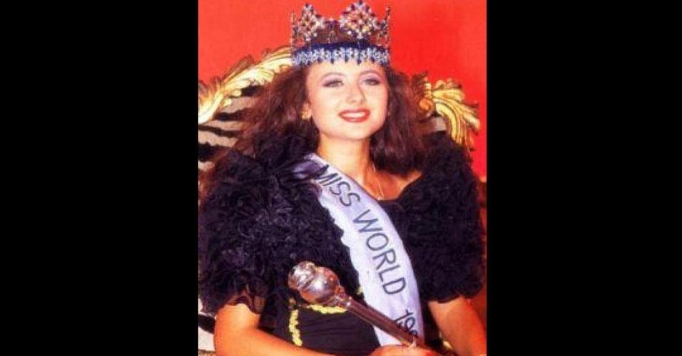 A russa Yuliya Alexandrovna Kurochkina venceu o Miss Mundo 1992, realizado em Sun City, na África do Sul