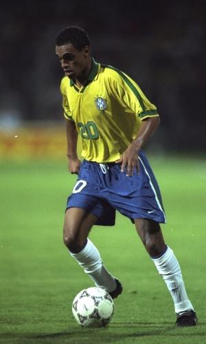 Denílson foi titular em todas as partidas do Torneio da França, e foi o grande destaque da seleção na partida contra a Itália