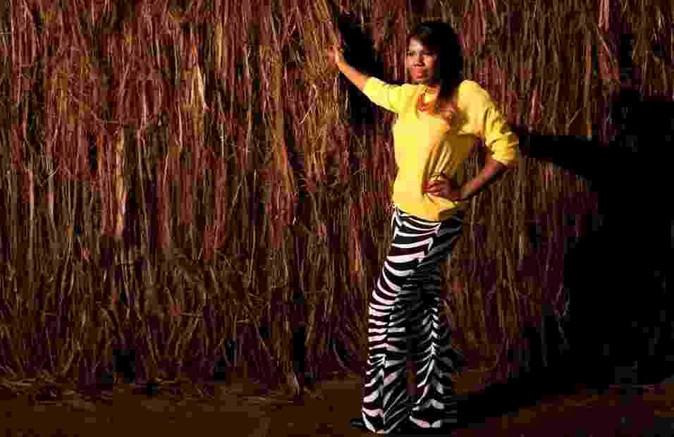 Lívia Soares, 26, produtora de moda, posa para editorial de moda fotografado durante o SPFW Verão 2014 - Verena Smit/UOL