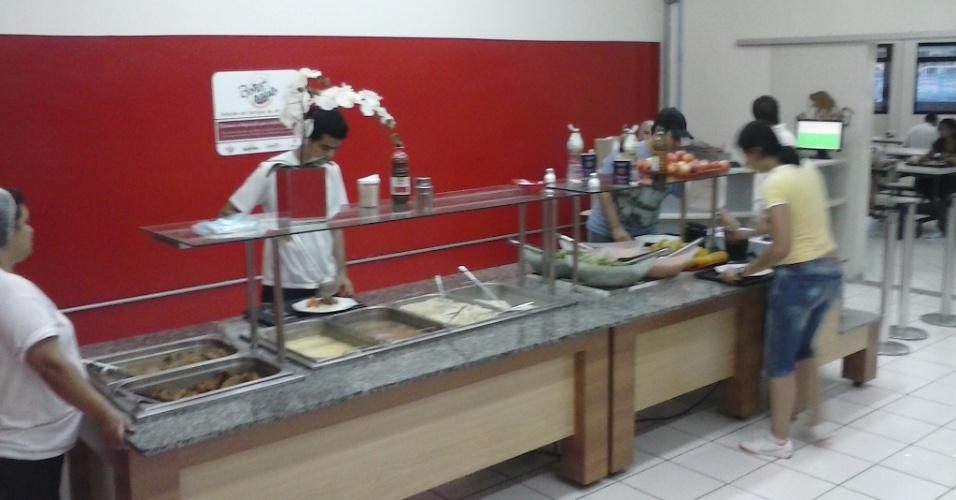 O internauta Bruno L. Otílio, aluno do bacharelado em ciência e tecnologia da Unifesp (Universidade Federal de São Paulo), enviou uma foto do restaurante universitário do campus de São José dos Campos. Segundo o estudante, o preço da refeição é R$ 2,50 para estudante e R$ 7,30 para quem não for estudante da instituição