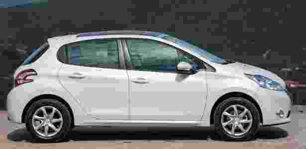 Peugeot 208 Allure: linhas mais agressivas dão um toque masculino ao modelo - José Mário Dias/Divulgação