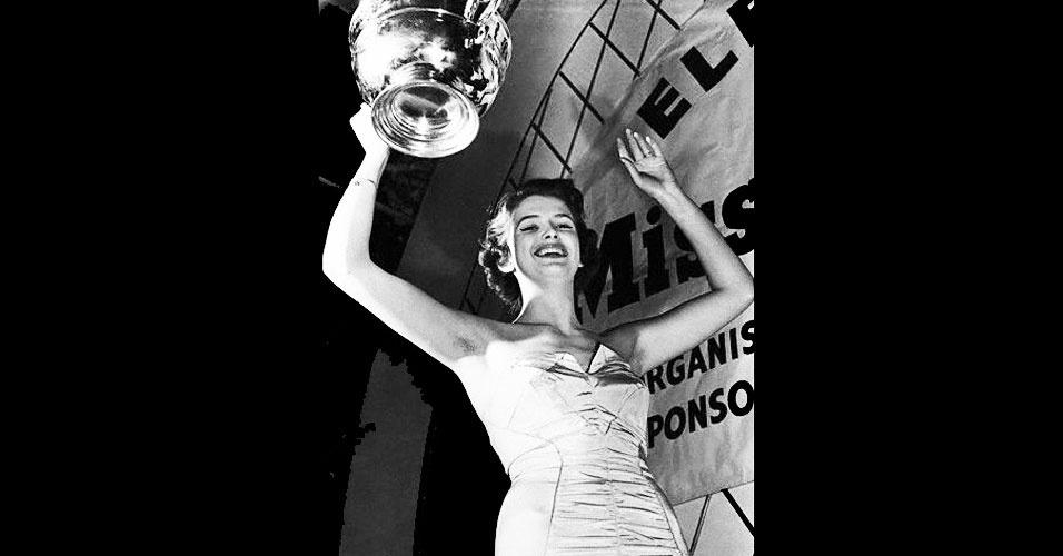 A sueca May Louise Flodin venceu o Miss Mundo 1952, realizado em Londres, no Reino Unido
