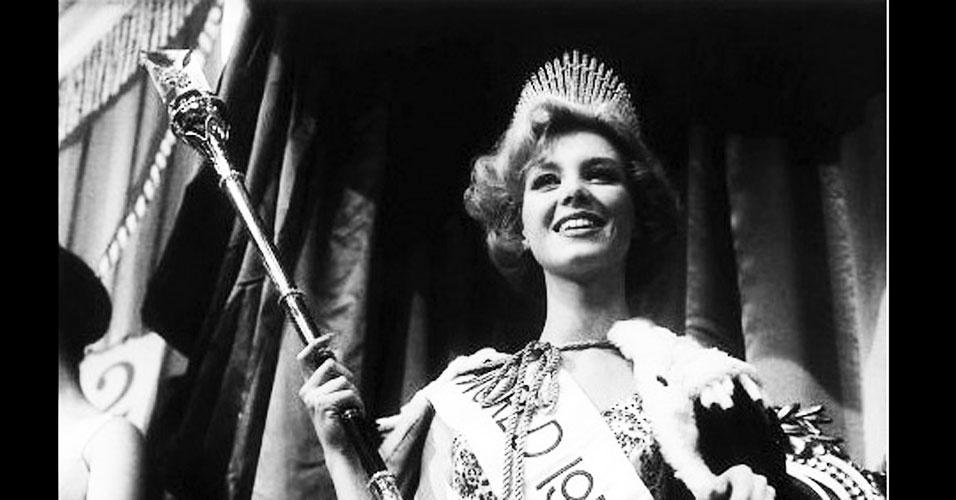 A holandesa Corine Rottschaefer venceu o Miss Mundo 1959, realizado em Londres, no Reino Unido