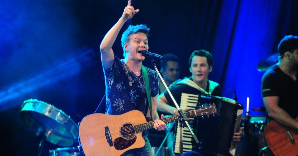 """20.fev.2013 - Michel Teló se apresentou na festa Volta Ao Mundo e abriu o show com os hits """"Humilde Residência"""" e """"Ai Se Eu Te Pego"""""""