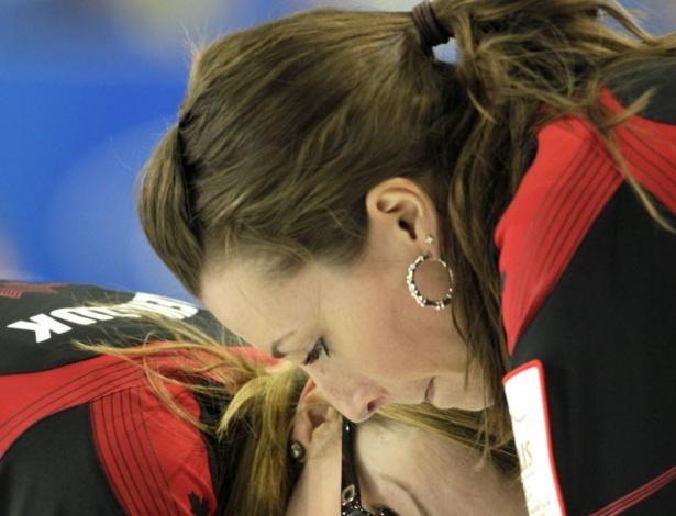 20.mar.2013 - As canadenses Emma Miskew (acima) e Alison Kreviazuk
