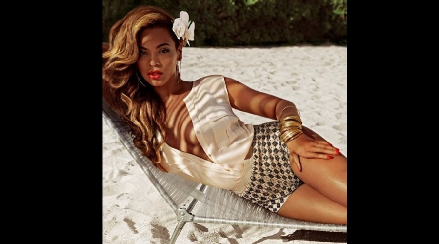 21.mar.2013 - Beyoncé posou para a campanha de verão da loja de departamentos H&M. O ensaio foi realizado nas Bahamas e divulgado por meio da rede social da grife