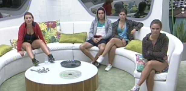 Fernanda, Nasser, Andressa e Natália contam com uma barulhenta torcida fora da casa