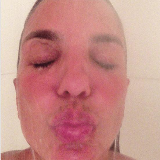 """21.mar.2013 - Ivete Sangalo manda beijo """"molhado"""" para fãs"""