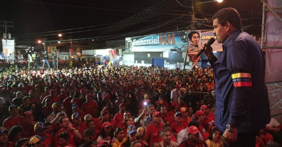 21.mar.2013 - O presidente interino da Venezuela, Nicolás Maduro, discursa em El Tigre, no Estado de Anzoategui. Sucessor de Hugo Chávez, que morreu de câncer em 5 de março, Maduro é o candidato do governo à presidência do país. As eleições estão marcadas para o dia 14 de abril