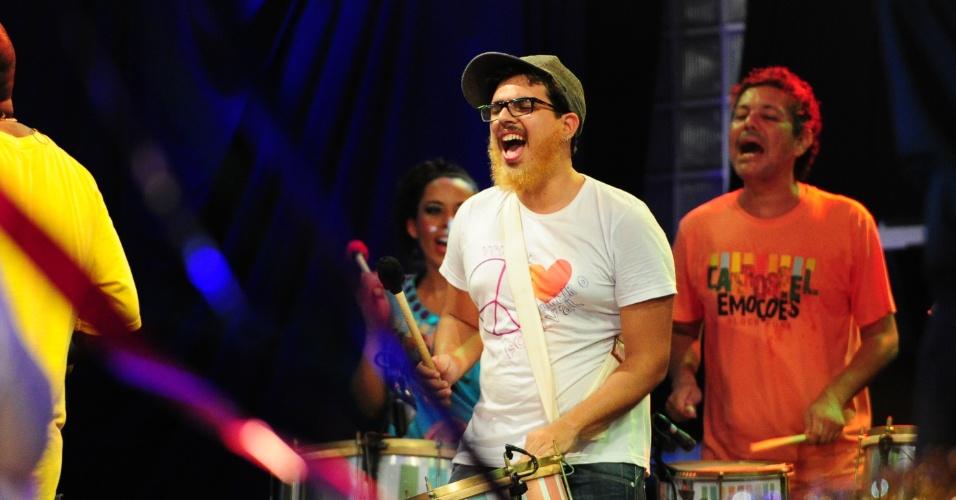 9.fev.2013 - Com fantasias de Carnaval, os brothers se divertiram na festa Folia, ao som do bloco Carrrossel de Emoções
