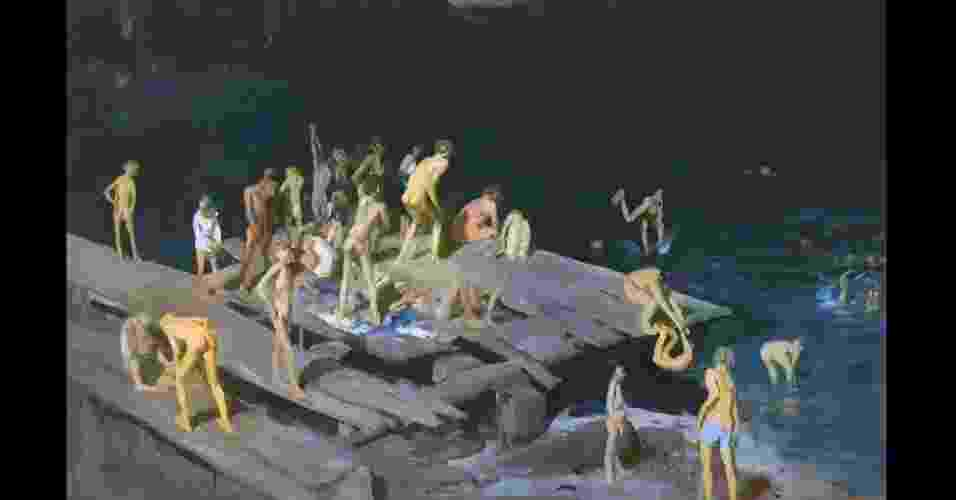 Além da brutalidade das lutas, o artista também tentou capturar as vidas dos pobres, como no quadro acima, '42 garotos', de 1907, que mostra filhos de imigrantes brincando em uma das docas decadentes do East River e nadando nas águas poluídas do rio - Cortesia: www.royalacademy.org.uk
