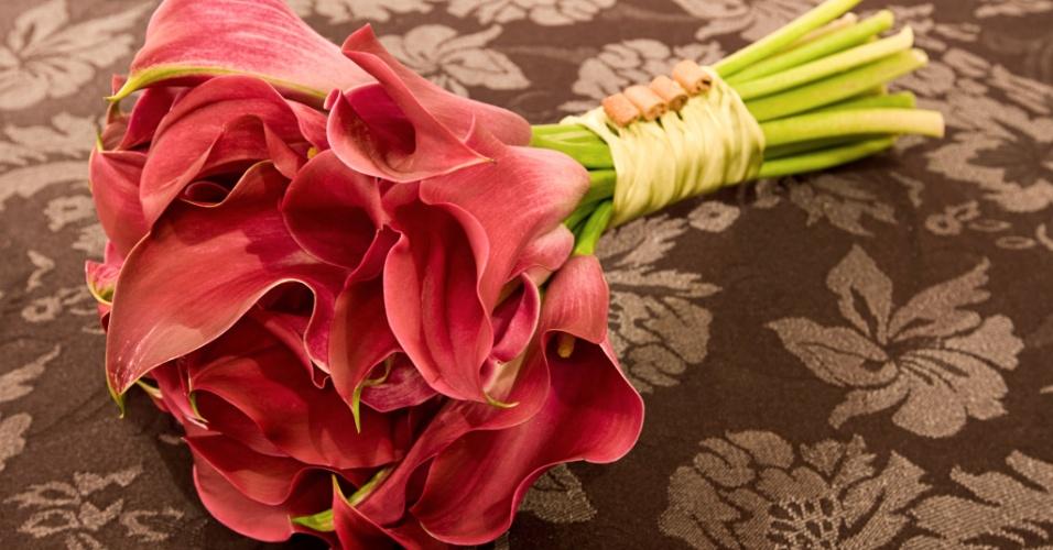 Arranjo de callas com canela; a partir de R$ 450,00, na Fleur d'Épices (www.fleurdepices.com.br). Preço pesquisado em março de 2013 e sujeito a alterações