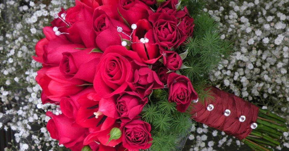 Buquê de rosas, tulipas e rosas spray; por R$400,00, no Hangar de Flores (www.hangardeflores.com.br). Preço pesquisado em março de 2013 e sujeito a alterações
