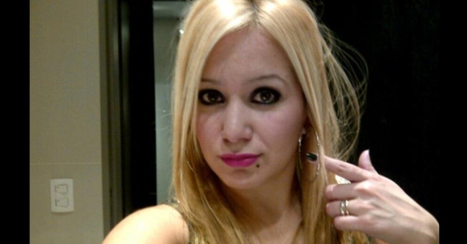 Karien Tejeda, cantora de cumbia, seria a nova namorada de Kun Agüero, e teria sido o motivo pelo qual o atacante largou o casamento com Giannina, filha de Maradona