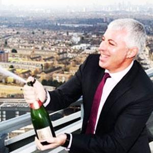 O inglês George Traykov ganhou primeiro 1 milhão de libras e depois papou 160 mil libras - Reprodução/Orange News