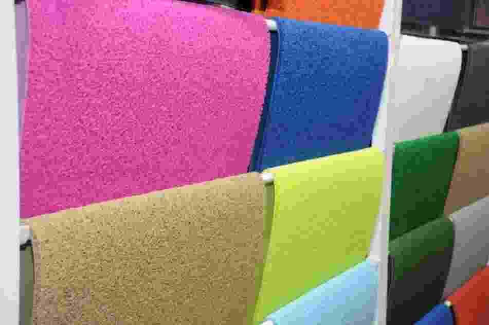 A Kapazi (www.kapazi.com.br) aplicou cores vivas e tons luminosos para rejuvenescer os capachos tradicionais. Os produtos foram expostos na edição 2013 da Texfair Home, Feira Internacional de Produtos Têxteis e Decoração para o Lar, que acontece em Blumenau (SC) - Edson Pelence/ Divulgação