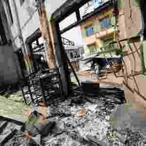 22.mar.2013 - Construção fica completamente destruída na cidade de Meiktila, região central de Mianmar, onde confrontos religiosos entre budistas e muçulmanos já deixaram pelo menos 20 mortos. As autoridades decretaram estado de emergência na cidade - Soe Than Win/AFP