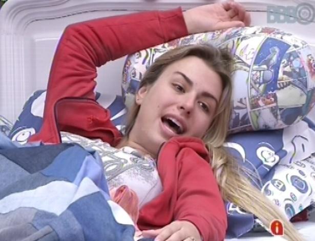 22.mar.2013 - Fernanda relembra momentos engraçadas de Aline e Kamilla na casa