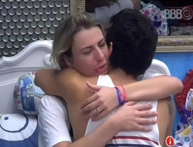 22.mar.2013 - Fernanda tem crise de choro após prova de resistência e tem DR com Nasser