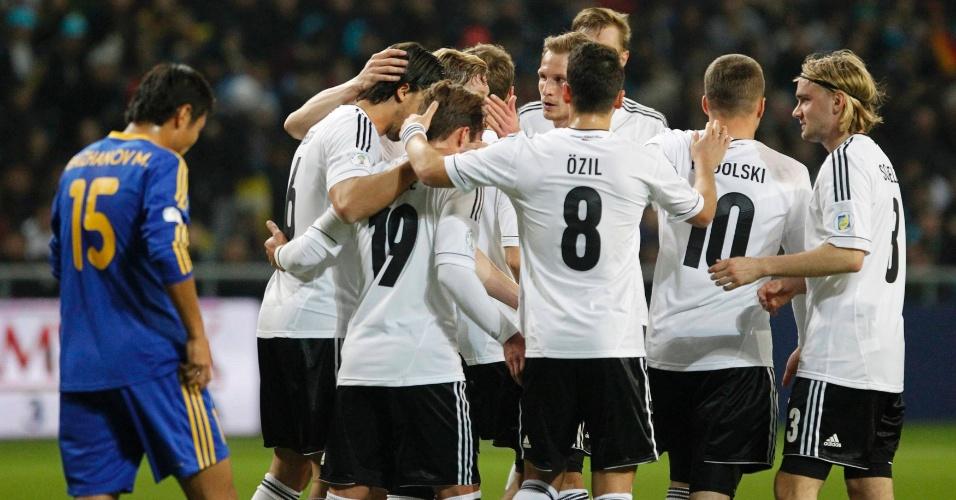 22.mar.2013 - Jogadores da Alemanha comemoram gol na fácil vitória por 3 a 0 sobre San Marino, pelas eliminatórias europeias
